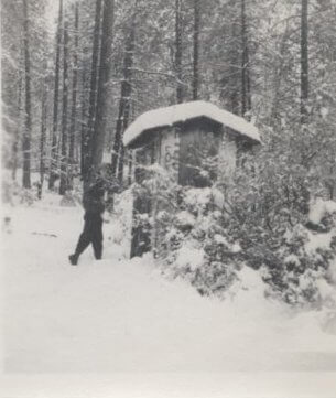 1939-Outhouse-in-Snow